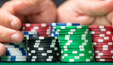 The Benefits That You Get When You Play Online Poker